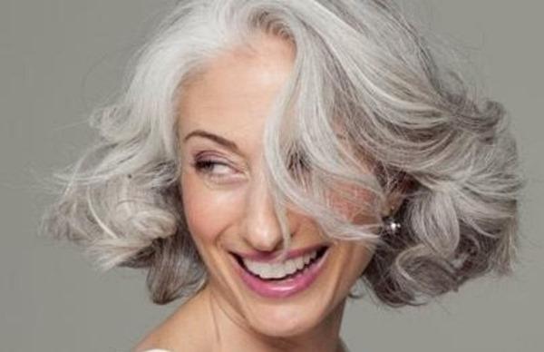 Como cuidar dos cabelos grisalhos? - Foto: Reprodução