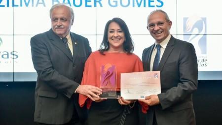 Diretora da Ervas Naturais ganha Prêmio Sebrae Mulher de Negócios 2017